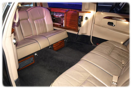 prague airport limo lincoln town limosuine car 72. Black Bedroom Furniture Sets. Home Design Ideas